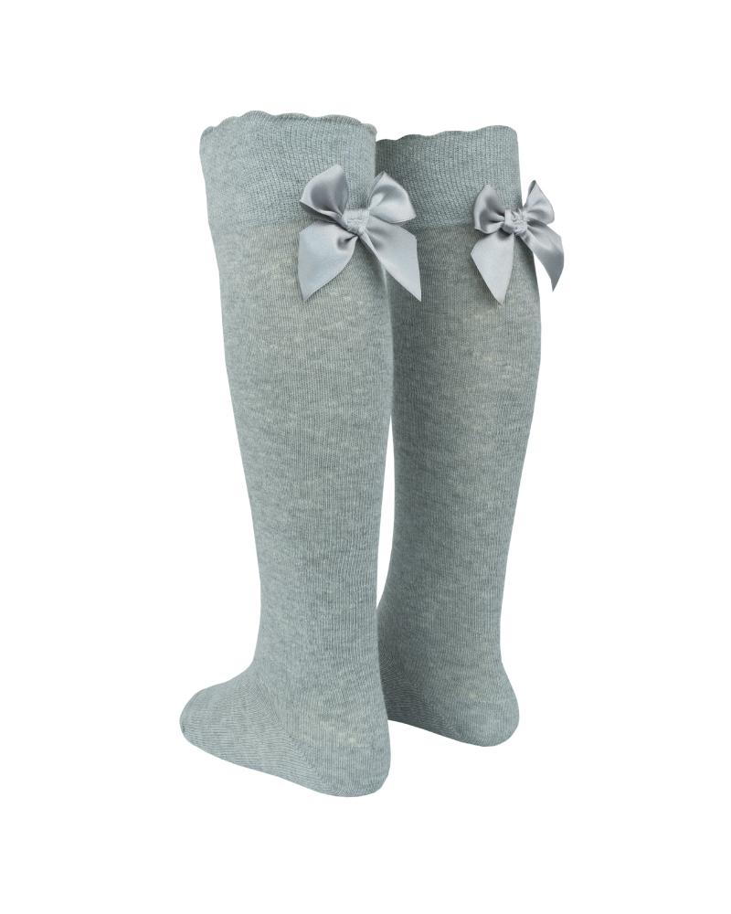 Meia acima do joelho com laço de cetim atrás da perna